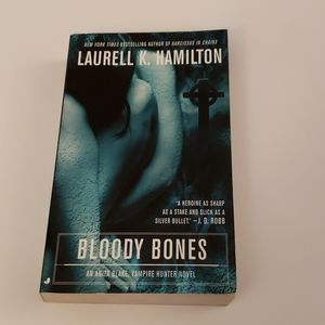 📚 5 for $20 Laurell K. Hamilton, Bloody Bones